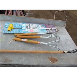 LOT OF 4 GARDEN TOOLS AND ROOT FEEDER
