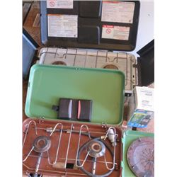 LOT OF CAMPING EQUIPMENT ( 2 CAMPING STOVES, COLEMAN LIGHT, TOASTER)