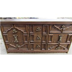 DRESSER (9 DRAWERS) *WITH MIRROR *DeFEHR-MADE IN CANADA*