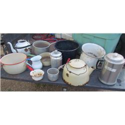 LOT OF 11 PIECES OF ENAMEL KITCHENWARE