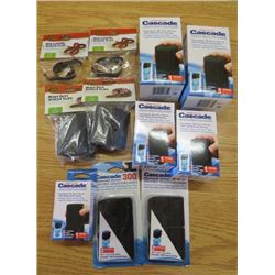 LOT OF PET CARE ITEMS ( 2 X HEAVY DUTY SCREEN CLIPS 30 GAL.) *2 X NON-LOCKING SCREEN CLIPS 29 GAL.*