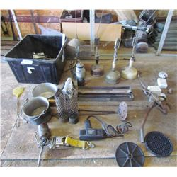 LOT OF MISC ITEMS (4 X OIL LAMPS, PULLEY, HEAVY DUTY RATCHET, BABY MONITOR, OIL CAN, ETC)