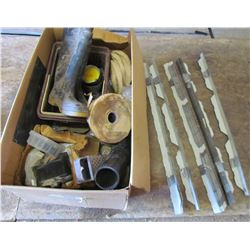 """LOT OF MISC ITEMS (5 X BUNDLES OF APPROX 30 PIECES EACH OF METAL CORNERS FOR HANGING SIDING 37""""L, RO"""