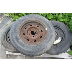 """LOT OF 2 PALLETS OF MISC ITEMS (2 X 16"""" TIRES) * 1 X DONUT 14"""" WITH COVER* (SHOVEL, FLASHLIGHT, JUMP"""