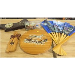 LOT OF HOME DÉCOR (YUKON WOOD SIGN WITH SLED DOGS,OWL WOOD WALL HANGING, WOOD CLOCK *WORKING*)
