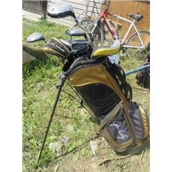 SET OF 10 GOLF CLUBS (BAG HAS BUILT IN STAND, BLACK AND GOLD) *JOHN DALY* (MISC GOLF SUPPLIES IN BAG