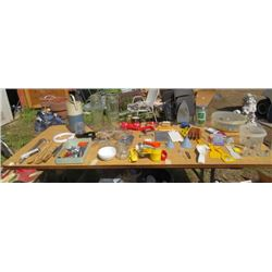 LOT OF MISC KITCHEN SUPPLIES (MEASURING CUPS, SALT AND PEPPER SHAKERS, NUTCRACKERS, 2 X SIEVES, ONE