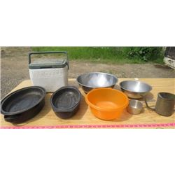 LOT OF KITCHEN ITEMS (2 X STEEL BOWLS, SMALL COLEMAN COOLER, ETC)