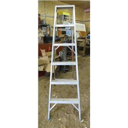 STEP LADDER (ALUMINUM) *REPAIR SHOWN*