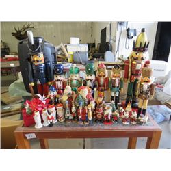 LOT OF ASSORTED CHRISTMAS DECORATIONS (VARIOUS SIZES)