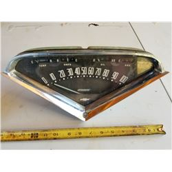 SPEEDOMETER AND GAUGE CLUSTER (CHEV)