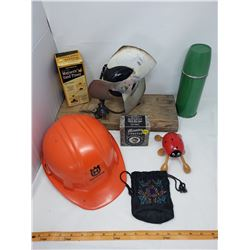 LOT INCLUDING RAZOR STROPPER, SAND TIMER, HELMET, FAN, ETC…