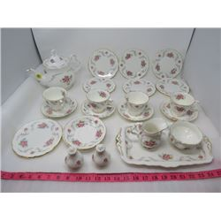 LOT OF 24 PIECES OF ROYAL ALBERT CHINA (TRANQUILITY) *1969* (7 X SMALL PLATES, SET OF 4 TEA CUPS AND