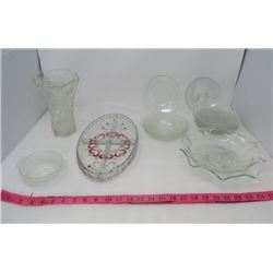 LOT OF 16 PIECES OF MISC GLASSWARE (6 X FROSTED SAUCERS, 6 X ETCHED SAUCERS, VASE, CANDY DISH, ETC)