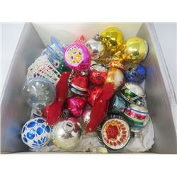 LOT OF ASSORTED CHRISTMAS TREE DECORATIONS
