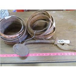 LOT INCLUDING WAGON WHEEL BEARINGS AND BUGGY STEP