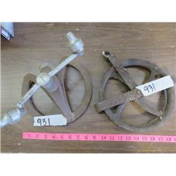 LOT INCLUDING WELL PULLEY AND SPRINKLER (VINTAGE)