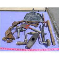 LOT OF VINTAGE FARM TOOLS AND METAL DUSTPAN