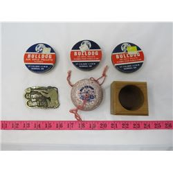 LOT OF 6 SMALL COLLECTIBLES (3 X TINS OF AIR PELLETS, BELTBUCKLE, SPINNING TOP, ETC…)
