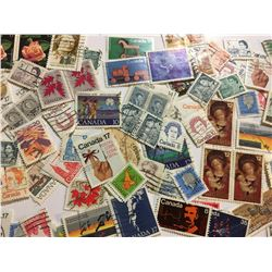 LOT OF VINTAGE CANADIAN POSTAGE STAMPS