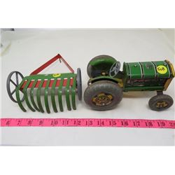 TIN TRACTOR WITH RAKE (MET TOY) *GREAT BRITIAN*