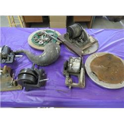 LOT OF 4 GRAMAPHONE MOTORS, TURN TABLES AND ACCESSORIES
