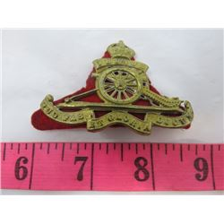 BADGE (UBI QUE CAP BADGE OF ROYAL ARTILLERY) *BRITISH*