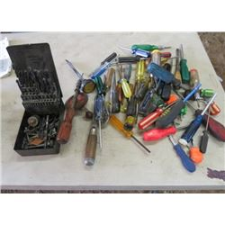 LOT OF HAND TOOLS (SCREWDRIVERS, PLIERS, ETC)