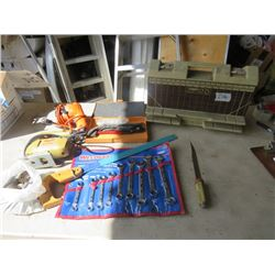 LOT OF TOOLS (BLACK AND DECKER LIL  JOBBER, DRILL AND JIGSAW, WESTWARD WRENCH SET, STEEL SAW, ETC)