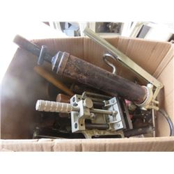 LOT OF MISC SHOP ITEMS (GREASE GUN, 5 X HAMMERS, PLIERS, RUBBER MALLETS, ETC)