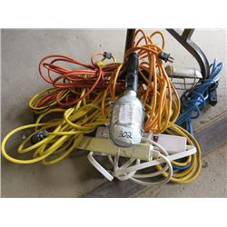 LOT OF SHOP SUPPLIES (2 X TROUBLE LIGHTS, 2 X POWER BARS, 6 X EXTENSION CORDS)
