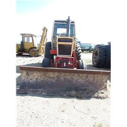 """TRACTOR (CASE 1070) *AGRIKING* (COMES WITH DOZER BLADE) *6800 HRS* (8 SPEED STANDARD) *23.1"""" X 34"""" T"""