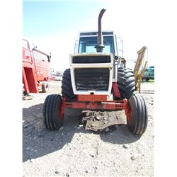 TRACTOR (CASE 1570) *NOT RUNNING* (30.5L-32