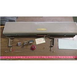 KNITTING MACHINE (DUAL-CRAFT) *WITH PARTS AND INSTRUCTIONS* (METAL CASE)