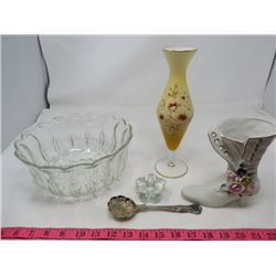 "LOT OF MISC COLLECTIBLES (GLASS BOWL 4"" X 9"" DIAMETER, 2 X VASES, SERVING SPOON & FLOWER CANDLE HOLD"