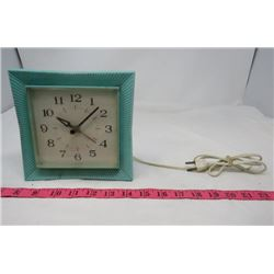"CLOCK (VINTAGE) *ELECTRIC* (6.75"" SQUARE X 2.25"" DEEP)"