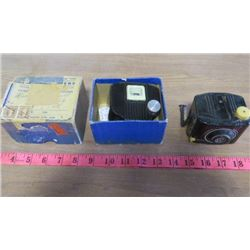 LOT OF 2 BABY BROWNIE CAMERAS (1 WITH BOX)