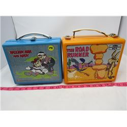 LOT OF 2 PLASTIC LUNCH BOXES ( THE ROAD RUNNER, RAGGEDY ANNE AND ANDY)