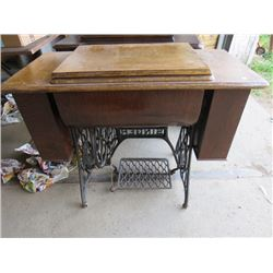 "SINGER DESK SEWING MACHINE (29"" X 17.5"" X 36"")"
