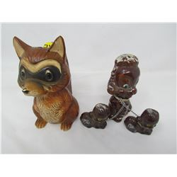 LOT INCLUDING A SQUIRREL AND DOG FIGURINES