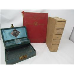 LOT INCLUDING JEWELLERY BOX W/KEY, 2 BOOKS (1927 CRIMINAL CODE, SCHOOL ATLAS)