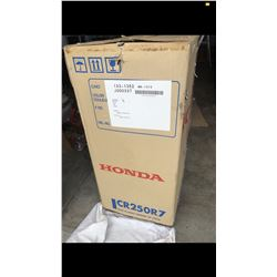 EXCLUSIVE MOTORCYCLE COLLECTION NEW IN THE CRATE 2007 HONDA CR250R TWO STROKE
