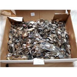 LOT OF APPROXIMATLY 300 COLLECTOR SPOONS (GREAT ASSORTMENT)