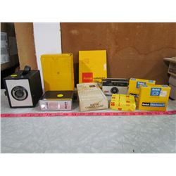 LOT OF VINTAGE CAMERA AND ACCESSORIES