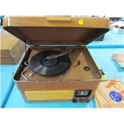 PHONOGRAPH TABLE & RECORDS (17.75 X 13 X 10)
