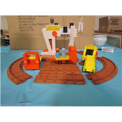 FISHER PRICE LIFT AND LOD RAILROAD