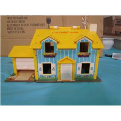 FISHER PRICE PLAY FAMILY HOUSE (SOME DAMAGE)
