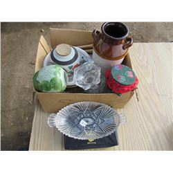LOT OF ASSORTED ITEMS (INCLUDES WOODEN SPOON & FORK, 3 BOWLS, MILK JUG)