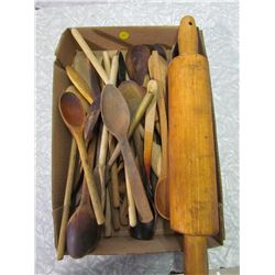 LOT OF WOODEN SPOONS AND 1 ROLLING PIN