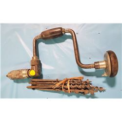 VINTAGE HAND DRILL (COMES WITH BITS)